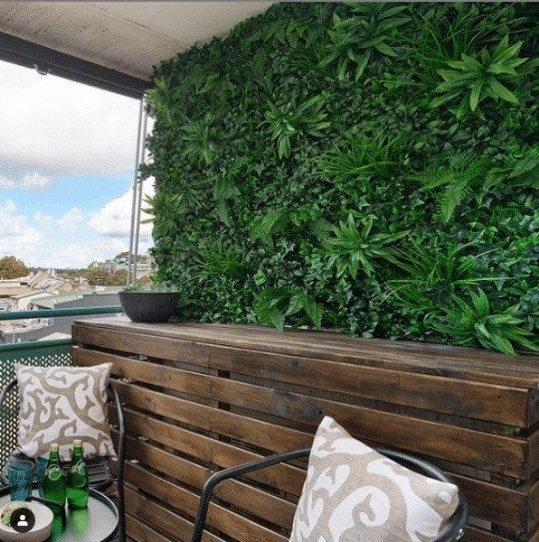 green tropics fake hedge panel installed onto a balcony